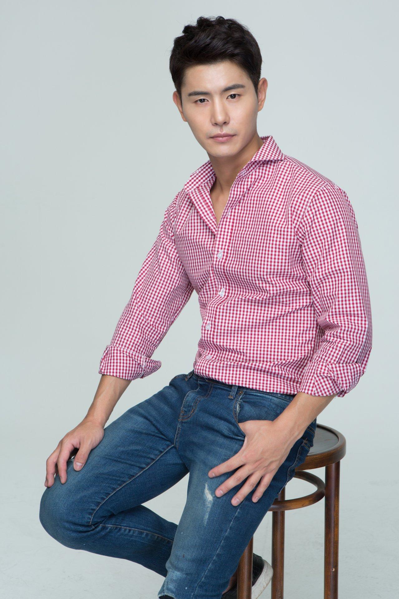 Model Factory Korean Male Model OhMG